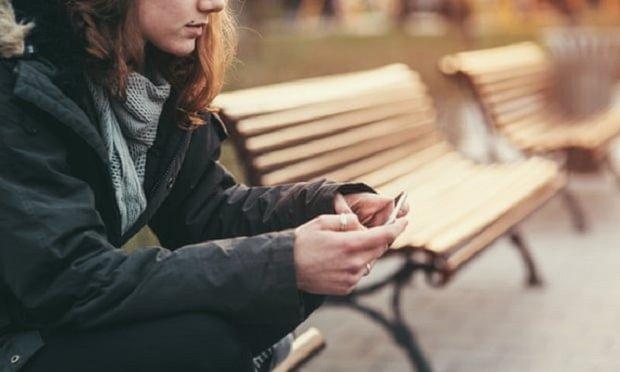 استفاده از فضای مجازی عامل کاهش امید به زندگی در جوانان